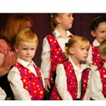 photo of children from scunthorpe co-operative junior choir singing