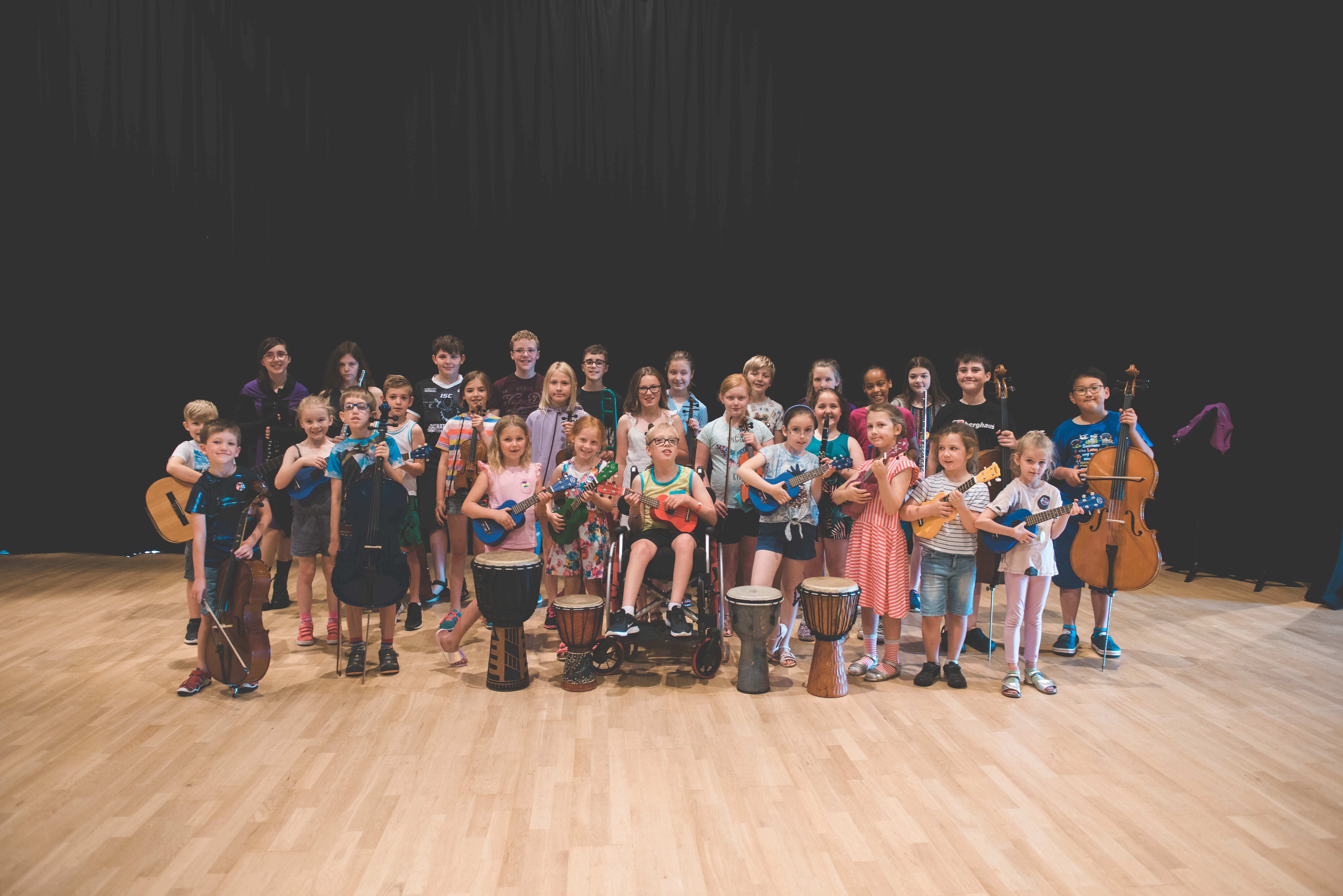 photo of the whole of the summer school group